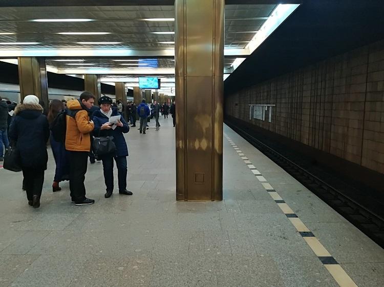 "На станции метро ""Пражская"""