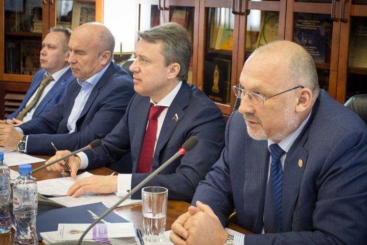 Анатолий Выборный провел круглый стол, посвященный безопасности торговых центров
