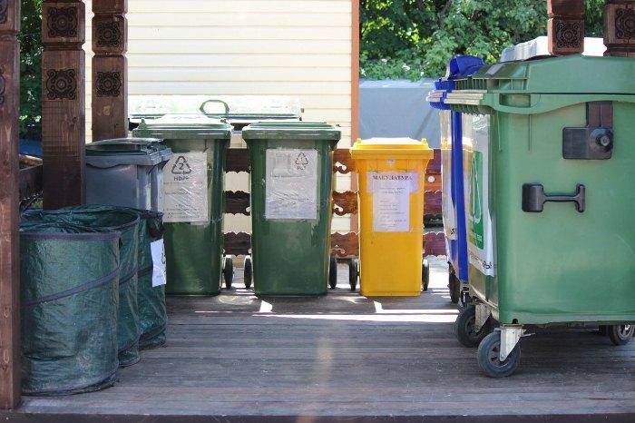 Пункт приема раздельных отходов в Битцевском лесу