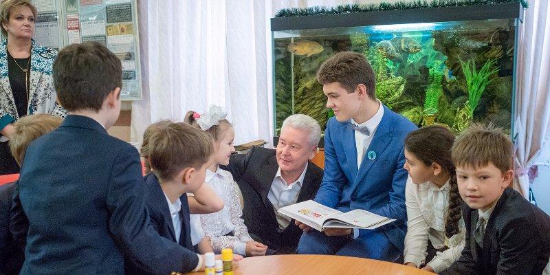Сергей Собянин со школьниками
